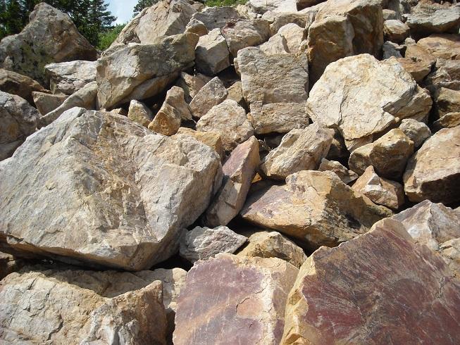 камень с обработкой