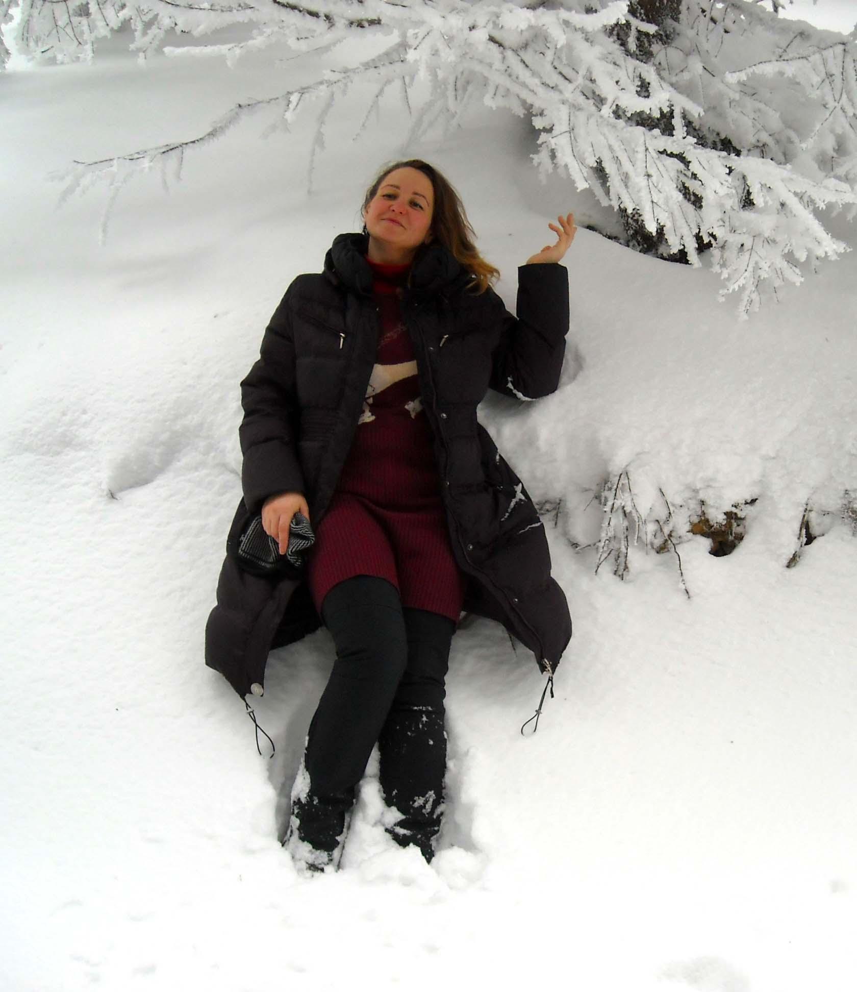 Лена в снегу