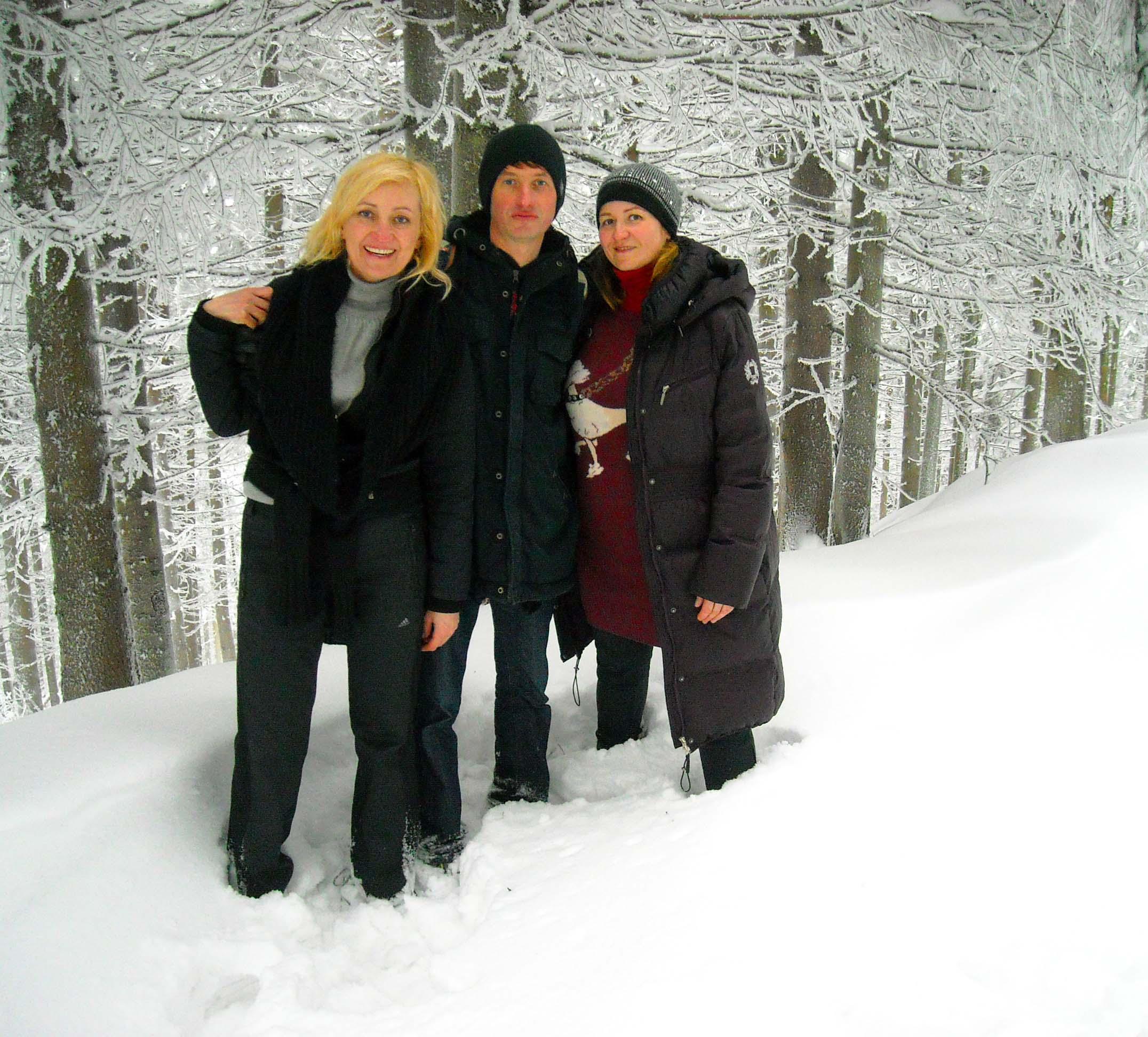 Нила Саша Лена в снегу