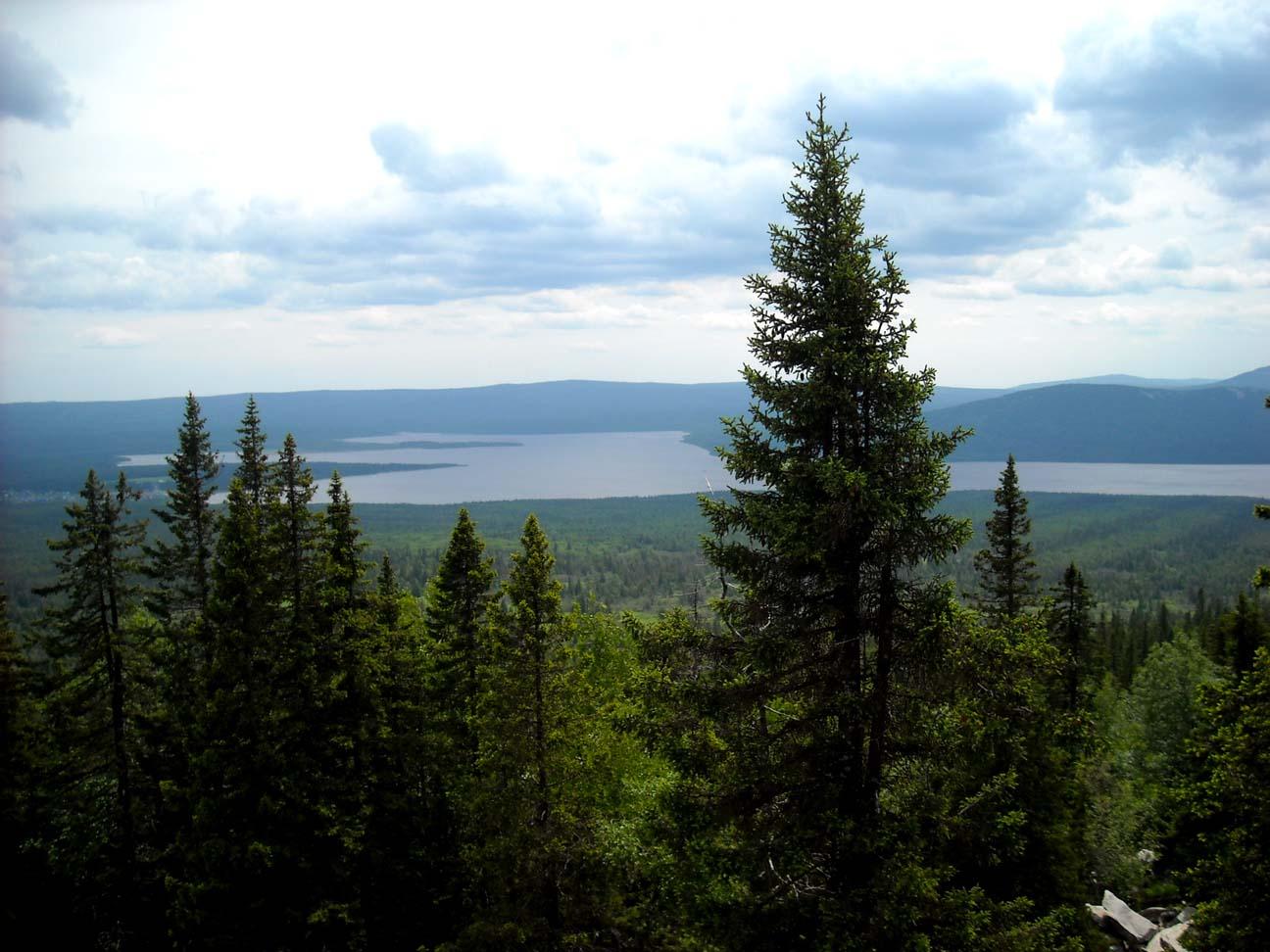 Вид с хребта на озеро Зюраткуль