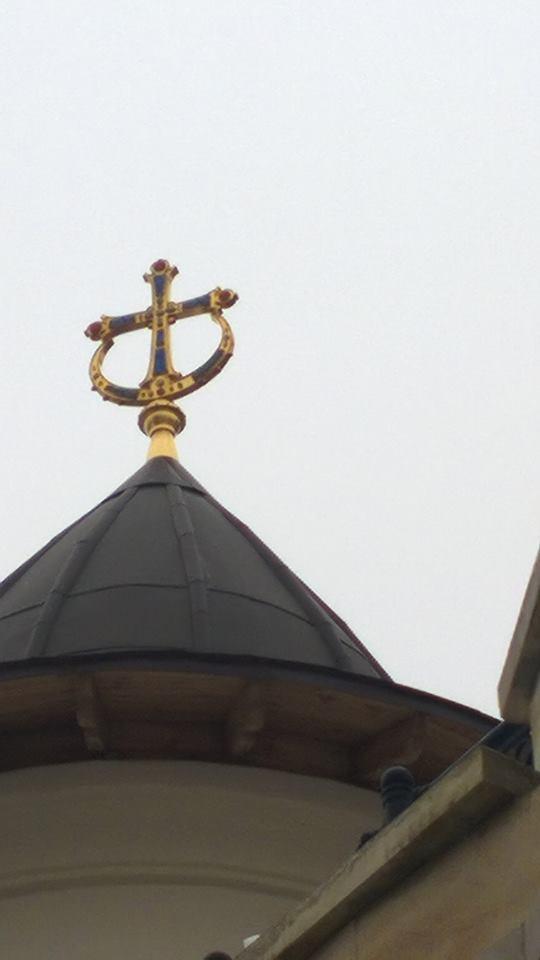 Крест на куполе Зверинецкого Храма